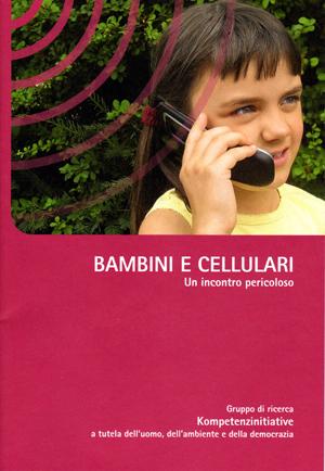 opuscolo bambini e cellulare cover copia