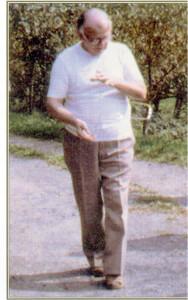 dr Hartmann con bacchetta copia 2