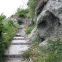 sentiero con rocce alla fine